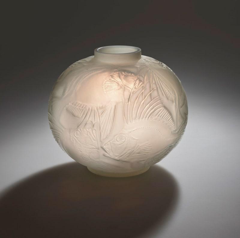 Rene-Lalique,-Vase--Fische_beschn.
