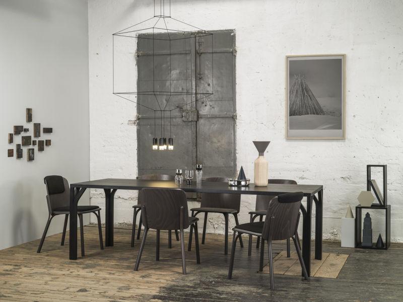 Split chair & Bloom table_location