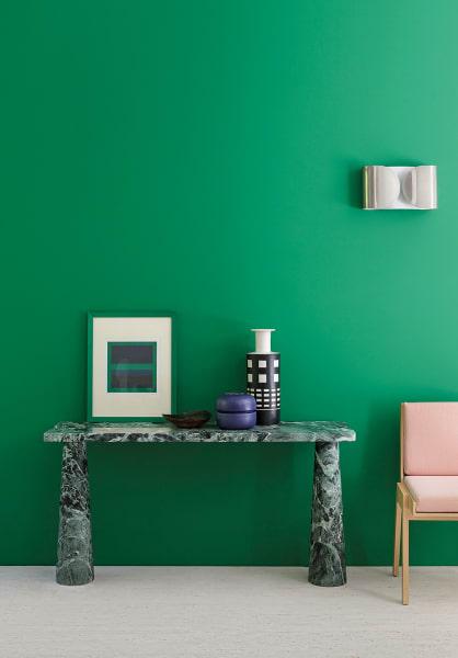 Der Entwurf Angelo Mangiarottis für Agape Casa ist auch in Verde Alpi und braunem Emperador erhältlich. Preis auf Anfrage.