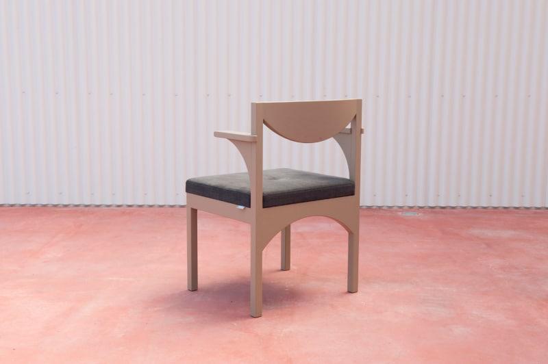 Arch Chair für das Restaurant on the Sea