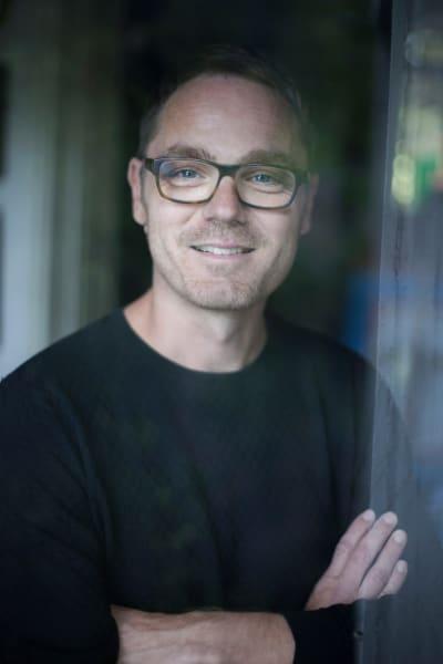 """Für AD-Chefredakteur Oliver Jahn ist es die vierte Auflage des AD Design Awards –langweilig wurde ihm die Arbeit als Jurymitglied nie. """"Jedes Jahr sehen wir so viele neue Talente, so viel kreative Kraft, da fällt nur eines schwer: die Entscheidung!"""" ad-magazin.de."""