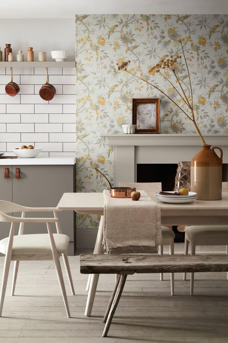 """Küche mit Tapete """"Brooke House Cinder"""" von Little Greene"""
