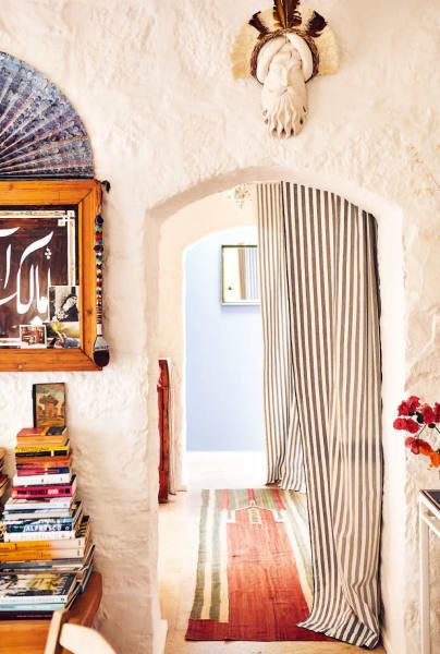 Auch Fotos des Anwesens von Modedesigner Rifat Ozbek und seinem Partner Erdal Karaman sind Teil des Bildbandes.