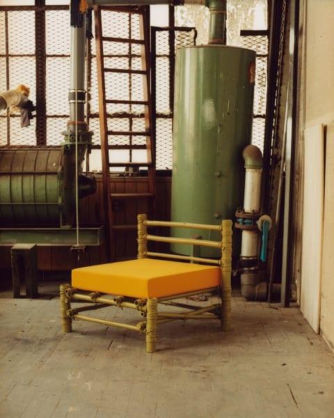 """Der """"Bamboo Club Chair"""" mit safrangelbem Leinenpolster."""