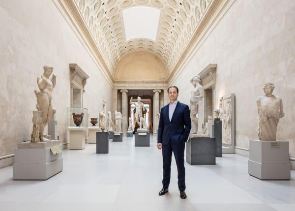 5000 Jahre Menschheitsgeschichte präsentiert das Met in seinem 1880 eröffneten Hauptgebäude an der Fifth Avenue. Max Hollein, 49, hier in der Galerie Greek and Roman, hat seine Museumskarriere in New York am Guggenheim begonnen. Nach Stationen in Frankfurt und San Francisco ist er seit Sommer 2018 Direktor des Met.