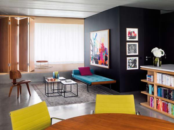 Kunstvoll verblasste Orientteppiche, Midcentury-Klassiker und selbst entworfene Stücke – Ester Bruzkus hat keine Angst vor starken Farben.