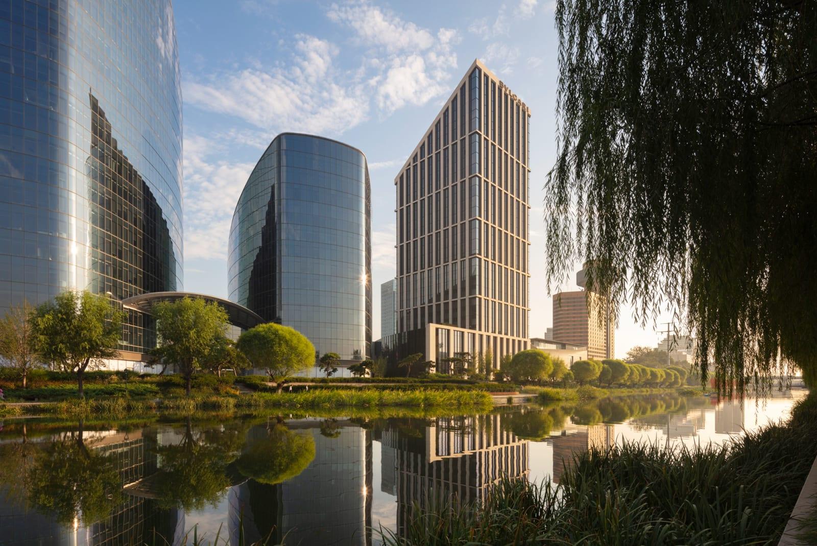 """Enzo Enea """"Genesis"""" in Peking"""