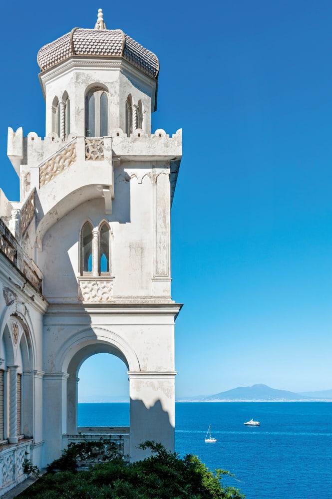 Capricen in Weiß: die illustre Geschichte der Villa Torricelli auf Capri