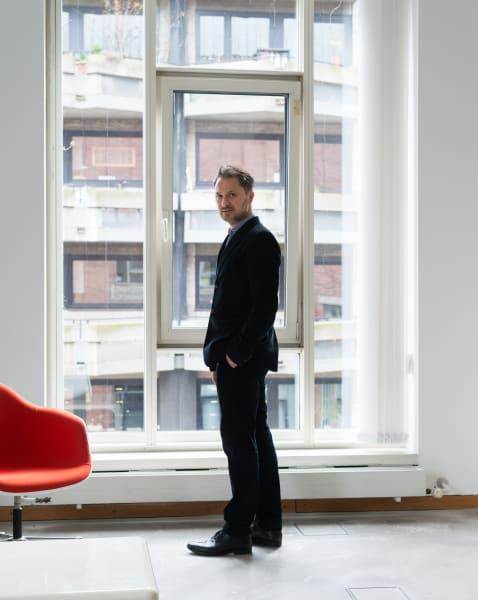 Der Direktor des Kölner Museum Ludwig, YilmazDziewior, wurde gerade zum Kurator des deutschen Biennale-Beitrags 2021 ernannt.
