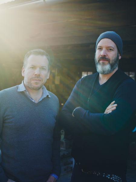 Sven Petzold (rechts) und Tobias Petri sind gelernte Schreiner.