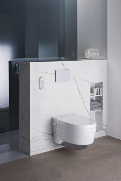 Hochwertige Materialien, sanfte Linien, fließende Übergänge – und modernste Technologie: Das Konzept von AquaClean Mera macht die Toilette zu einem luxuriösen Wohlfühlort.