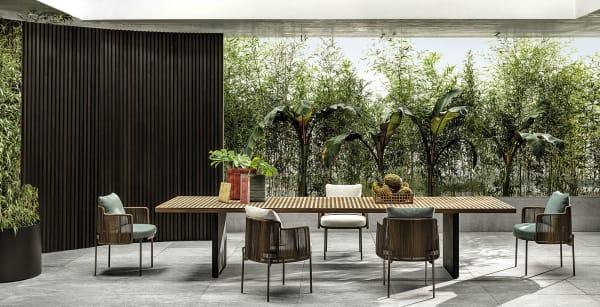 """Raffinierte Eleganz für den        Außenbereich: Tisch """"Quadrado"""" von Architekt Marcio Kogan mit        Nendos """"Tape Cord""""-Stühlen."""