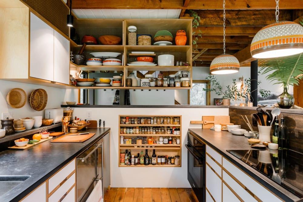 Küche organisieren: 14 Tipps für eine aufgeräumte Speisekammer