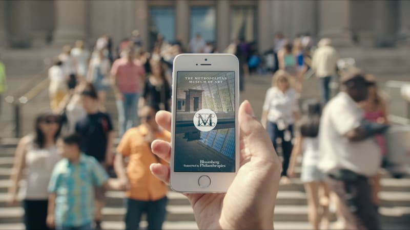 7. The Met App Splash Screen on iPhone 5 outside The Metropolitan Museum of Art_The Metropolitan Museum of Art. Copyright 2014