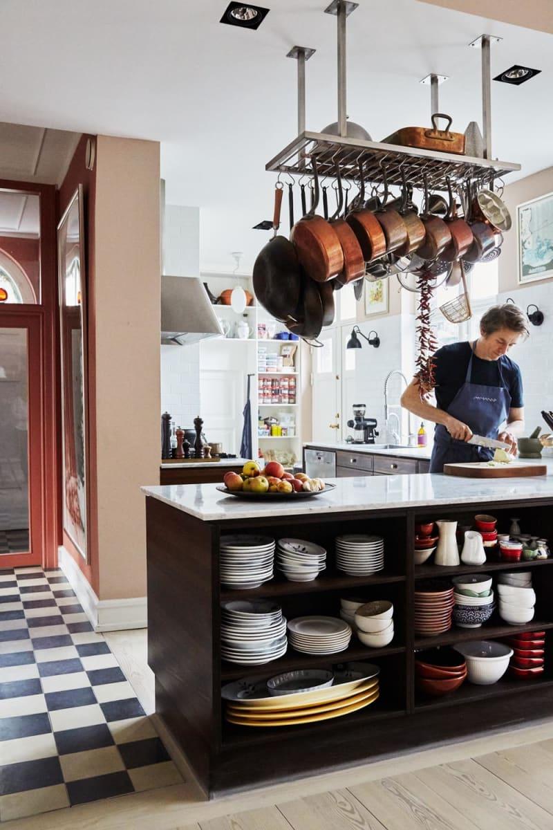 Adam Aamann in seiner Küche in Kopenhagen