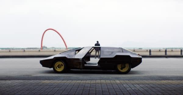 """Filmstill aus dem Messe-Teaser """"What gives cars a soul?"""" vom schweizer Regisseur Elias Ressegatti."""