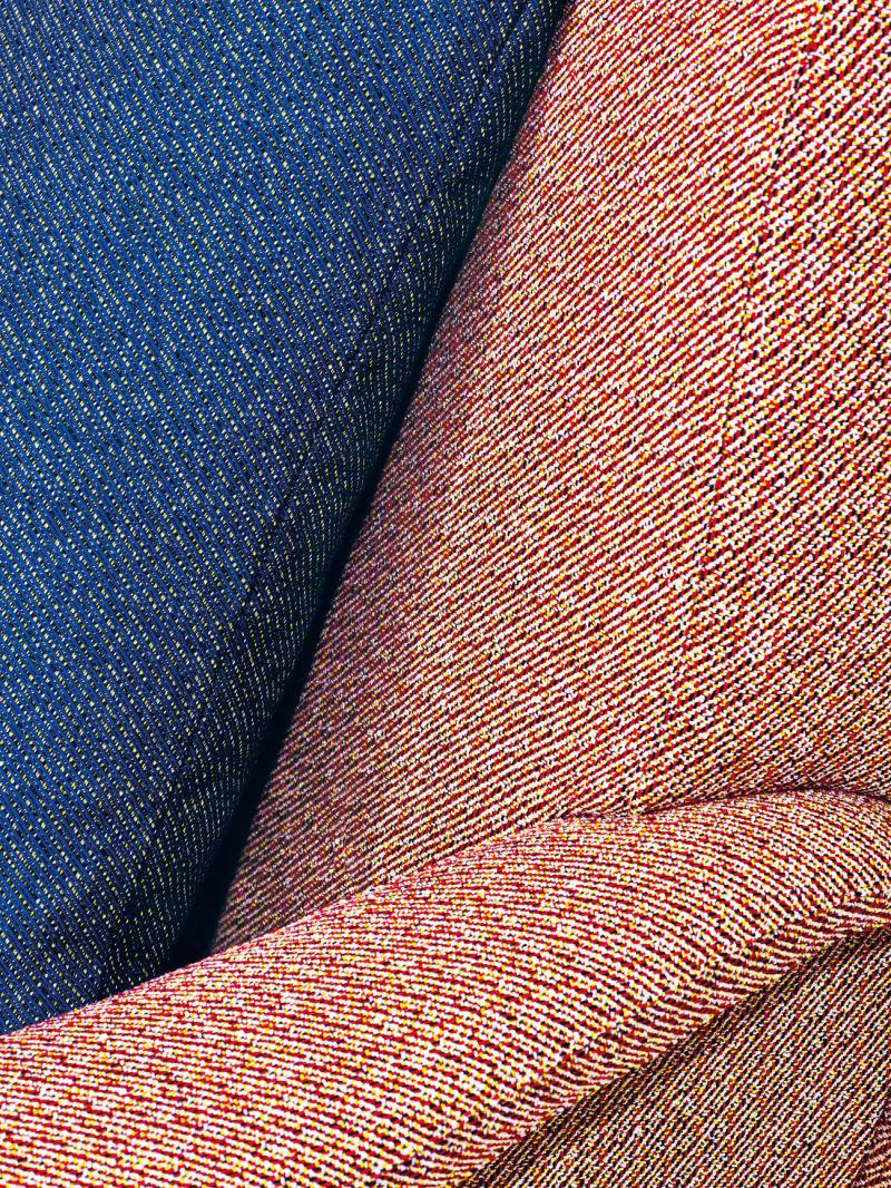 Kvadrat-Raf-Simons_Lady-chair-with-Masai-cushion_1_CMYK_V