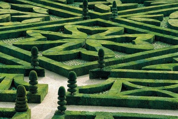 Italienische Gartenkunst der Renaissance: Buchsbaumhecken bilden kunstvolle Muster…