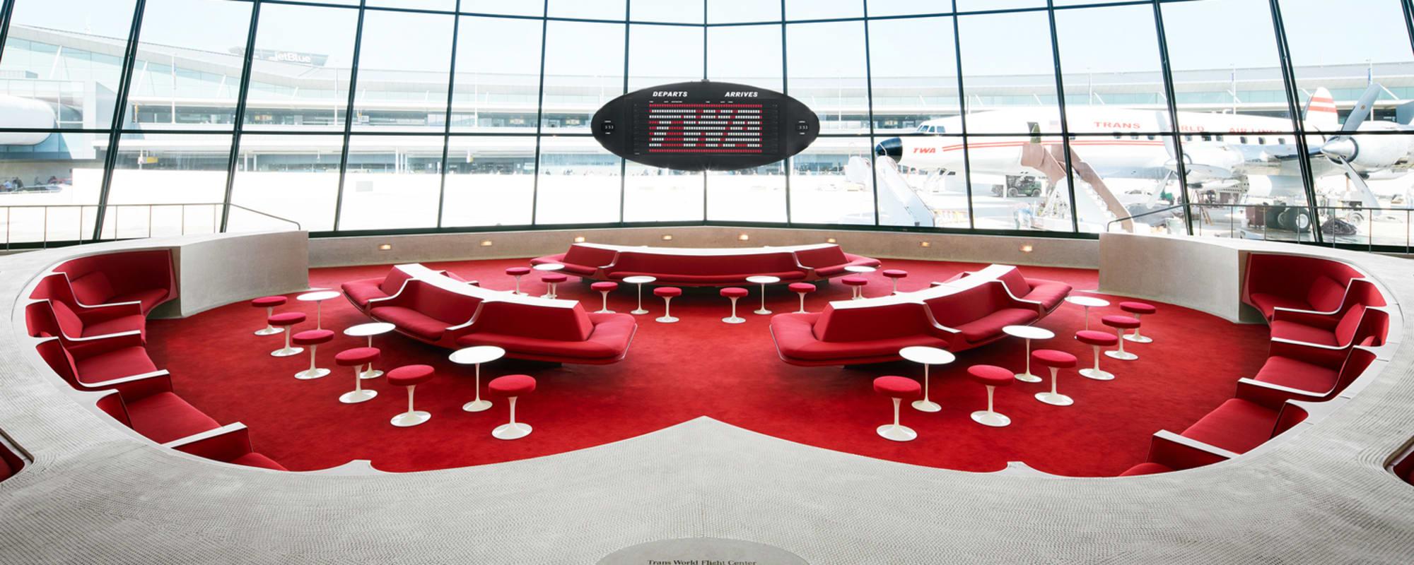 Der Innenraum des Terminals, das heute die Lobby ist, wurde weitgehend so belassen, wie er zur Eröffnung im Jahr 1962 aussah.