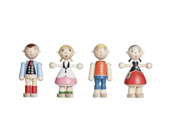 """Die """"Toto Dolls"""" (1945) von Kaj Franck gibt es in über 100 verschiedenen Modellen, alle mit traditioneller Folklore-Kleidung."""