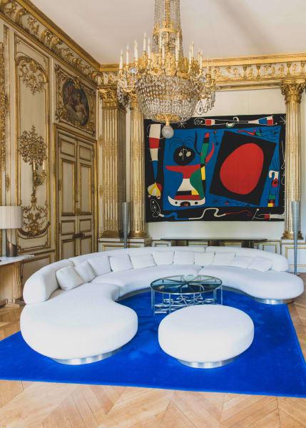 Der Salon Pompadour, in dem auch ein Miró-Wandteppich zu sehen ist.