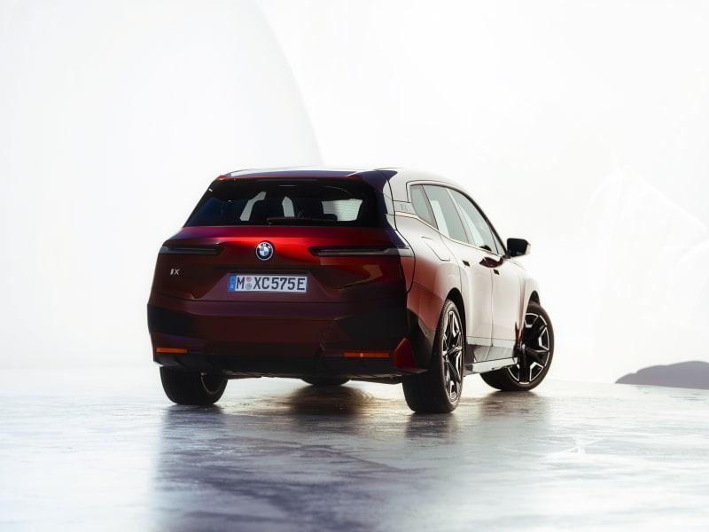 BMW Elektroauto: Der iX von hinten