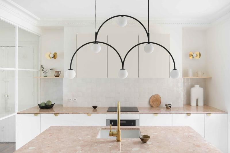 Lüster über Kücheninsel von Heju Studio