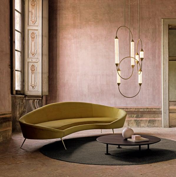 """Chandelier """"Cirque Weave"""" des Studios Giopato & Coombes stammt zwar nicht aus dem Rinascimento, ein artistisches Meisterwerk ist er mit seinen filigranen Strukturen aus gebürstetem Messing und fein geriffelten Glasstäben aber allemal! Drei Größen."""