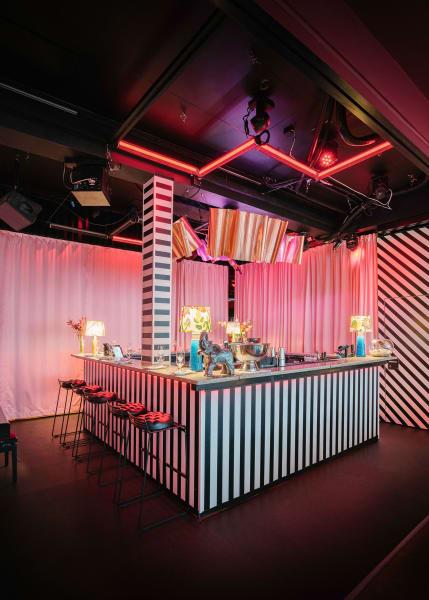 """Das Restaurant """"Babylon"""" wurde von dem dänischen Starkoch Frederik Bille Brahe ins Leben gerufen, der zuvor schon das Café """"Atelier September"""" und die """"Apollo Bar"""" im Schloss Charlottenburg etablierte."""