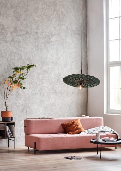 """""""Daybe"""" im Millennial Pink entworfen von Morten Skjærpe Karrum und Jonas Norheim."""