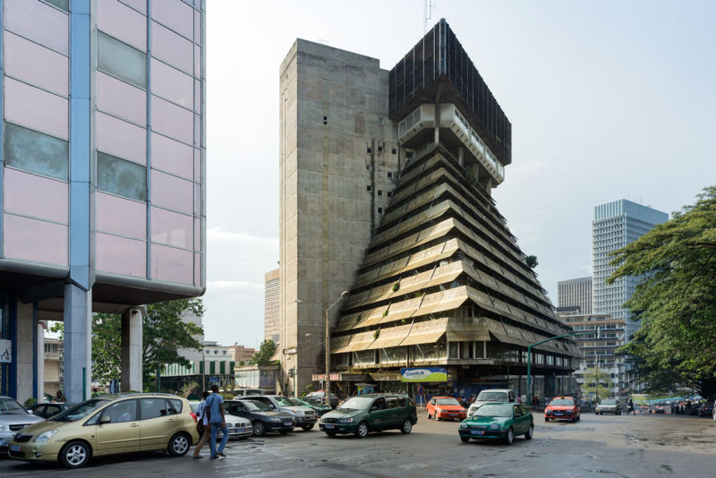 La Pyramide, Abidjan (Côte d'Ivoire), von Rinaldo Olivieri, 1973.