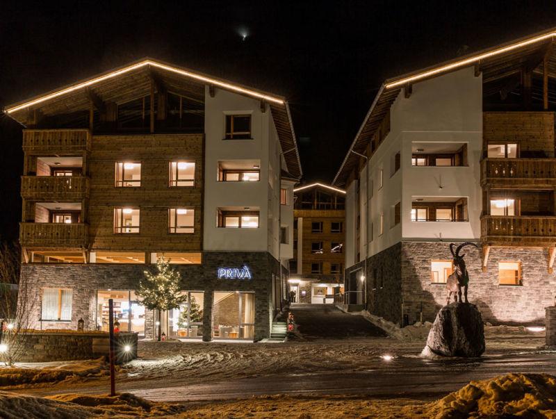 PRIVA_Alpine_Lodge_-_Entree_to_the_resort_new