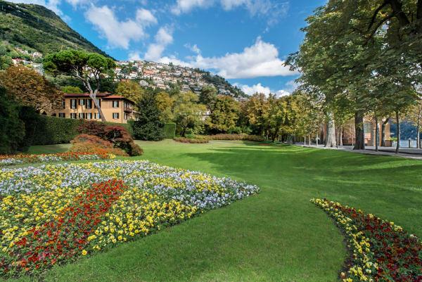 Blick vom Park auf die Villa Garrovo.