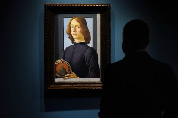 """""""Junger Mann mit Medaillon"""" von Sandro Botticelli"""