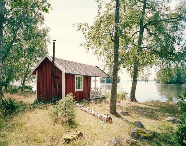 Eine traditionelle hydda in Schwedens Schären, restauriert von General Architecture.