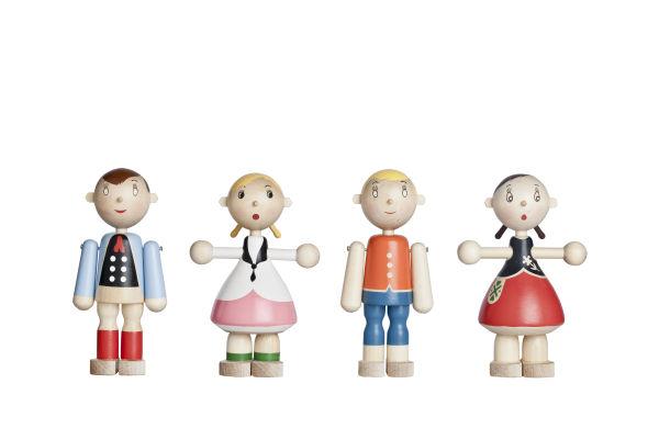 """<p>Die """"Toto Dolls"""" (1945) von Kaj Franck gibt es in über 100 verschiedenen Modellen, alle mit traditioneller Folklore-Kleidung.</p>"""