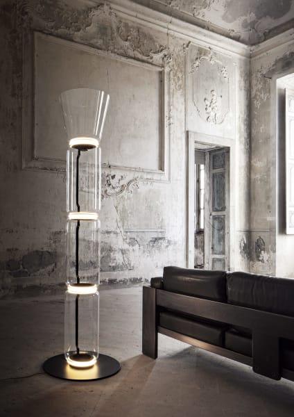 """Mannshoch: Konstantin Grcics modulare Leuchtenserie """"Noctambule"""" für Flos, drei Zylinder, 4450 Euro."""