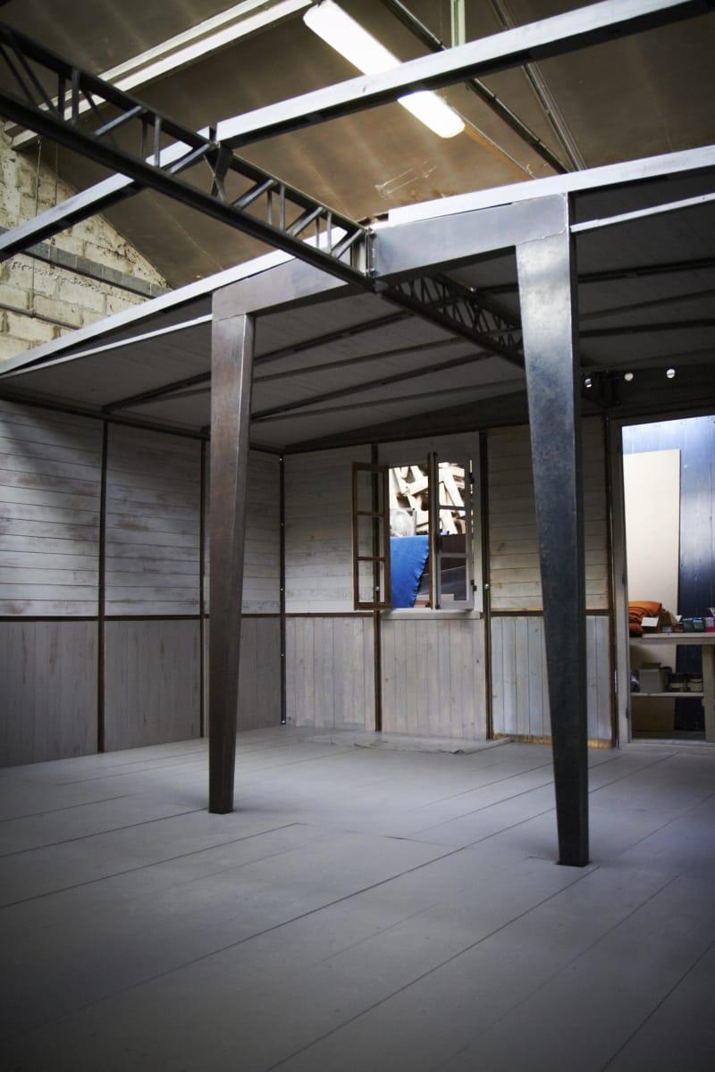 Prouve-Stühle von Pierre Jeanneret in Jean Prouvés 6x9 Fertighaus, rekonstruiert von Bally für die Art Basel Miami. 8