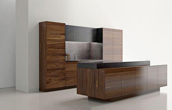 Anders als bei den meisten anderen Herstellern besteht der Korpus aus Naturholz (hier aus Nussbaum mit Arbeitsplatte in Keramik).