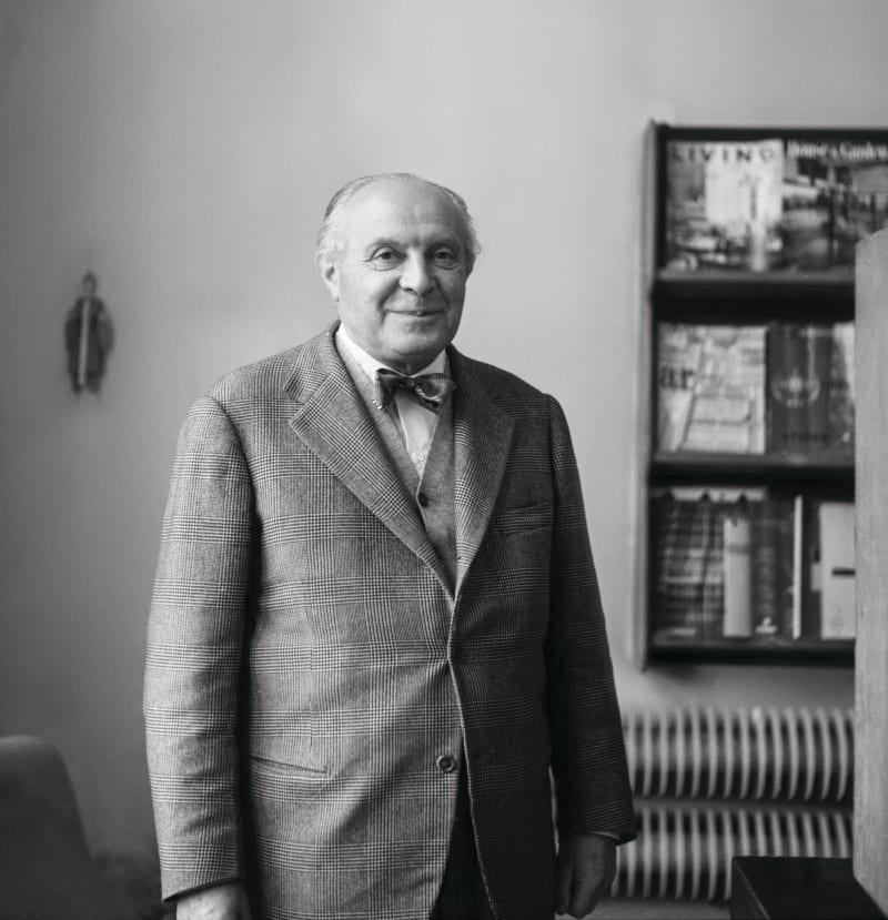 Gio Ponti in seinem Büro in Via Dezza, 1964.