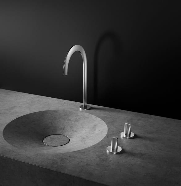 """Extrem flach und dabei innen hohl:Der Wasserhahn von Grohes """"Atrio Icon 3D"""" sieht aus, als bestünde er nur aus einem Stahlblechbogen."""