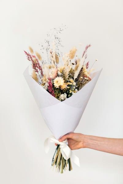 Atelier Prairies' Trockenbouquet aus getrockneten Blumen. Auftragsarbeit, Preis auf Anfrage.