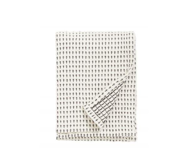 Sachlich: Trockentuch in Waffelgewebe aus Baumwolle in Schwarz-Weiß von Nordal. 50 x 70 cm, um 10 Euro.