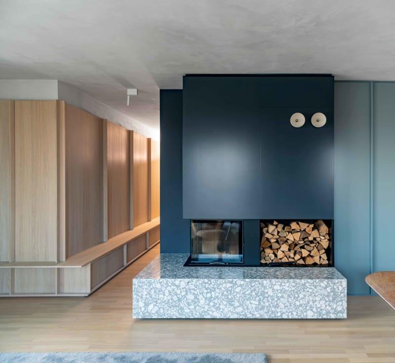 Kamin in Apartment von Ester Bruzkus Architekten in Berlin