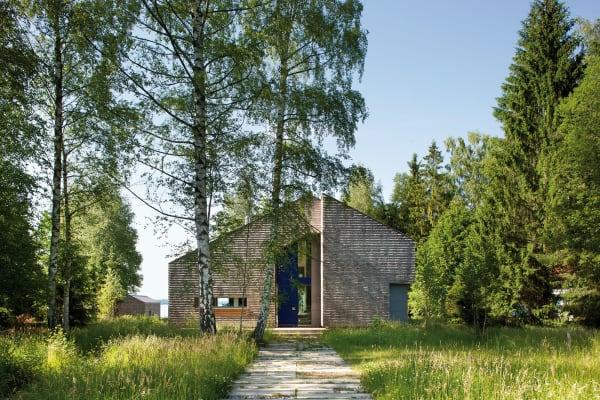 """Die schindelverkleidete Villa """"Haus K"""" erinnert an ein Bootshaus."""