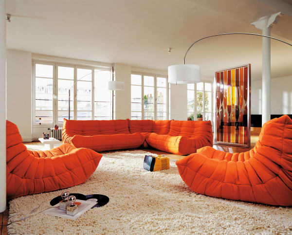 "In Orange: ""Togo""-Sofa vonMichel Ducaroy."