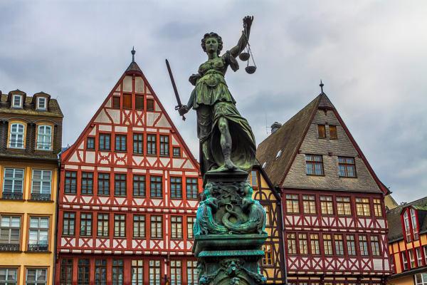 Kolumne von Oliver Elser über die neue Altstadt Frankfurts.