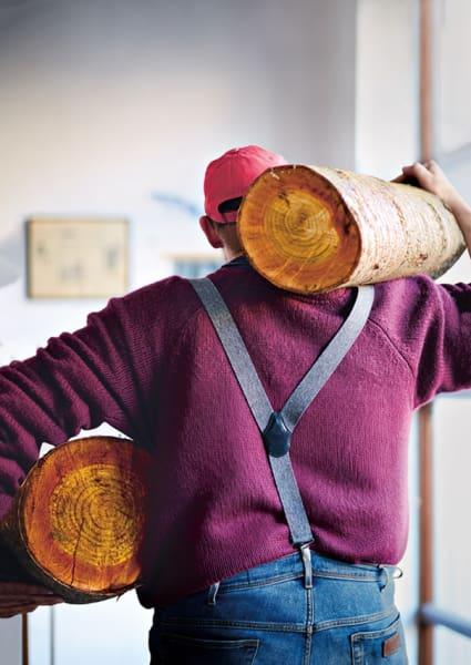 Aus gutem Holz geschnitzt (links): Birke ist ideal für Einsteiger,Profis schätzen die feineren Fasern von Kirsche oder Ahorn