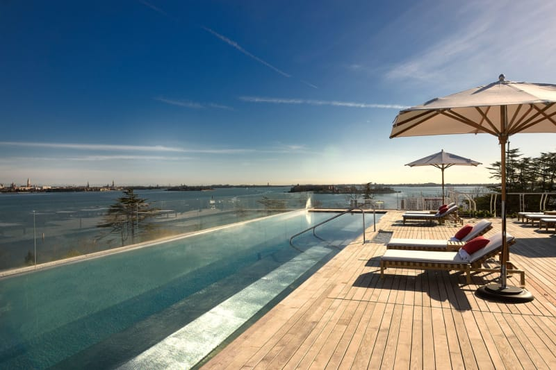 JW-Marriott-Venice_Rooftop-Pool2