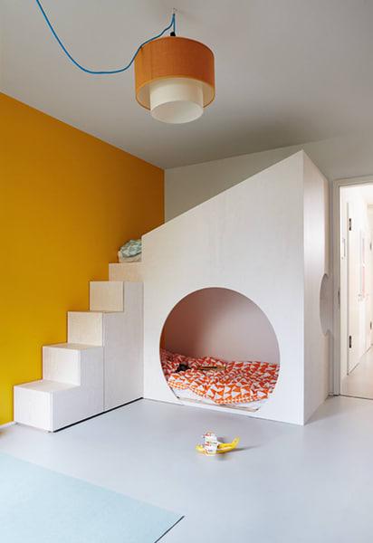Das Runde im Eckigen: Jäll&Tofta inszenierten jüngst in zwei Berliner Kinderzimmern die Betten als Rückzugsmöglichkeit,Stauraumwunder und als Lieblingsspielplatz bei Schmuddelwetter.